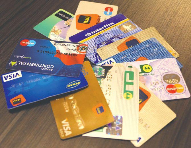 Las tarjetas de crédito tienen una gran cantidad de usuarios que se vieron afectados por el recorte de beneficios de los bancos