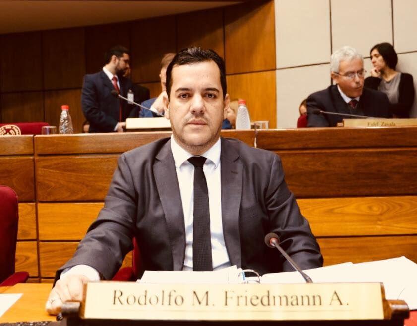 Senador Rodolfo Friedmann Alfaro.