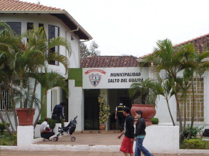 Contraloría cae encima a intendente de Salto por dar plata a iglesias