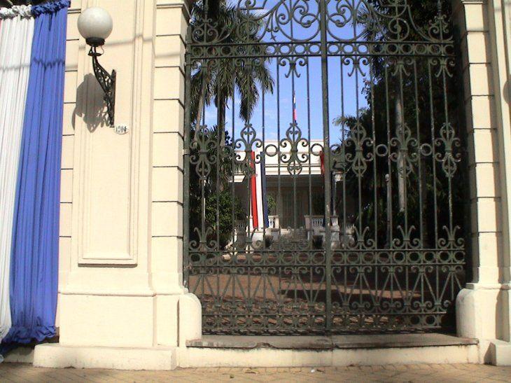 El Despacho de la Primera Dama que se encuentra en la entrada de Mburuvicha Róga está siendo decorado por Silvana