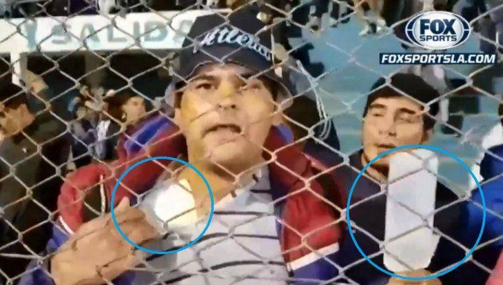 Se robó aplausos. El fanático demostró que nada es imposible cuando algo se quiere y que el fútbol es capaz de curar hasta los males. Apareció en el estadio con su suero y un vendaje en el hombro. ¡Un crack!