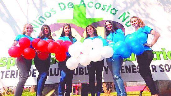 Las chicas de la foto son las candidatas a Miss San Bernardino y no quieren ser escrachadas como lo fueron las concursantes de San Lorenzo.