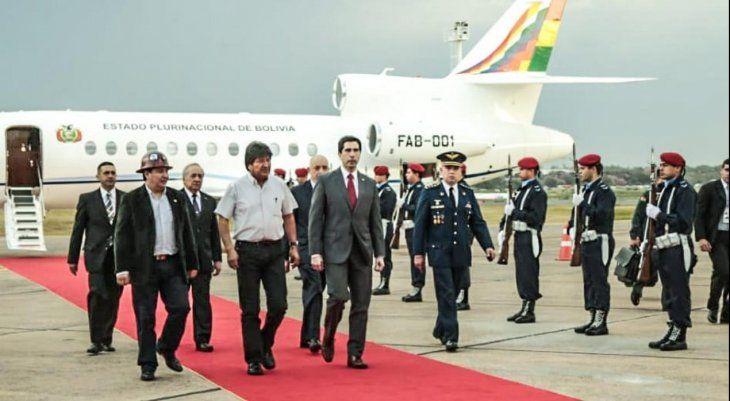 Evo Morales durante su arribo al país. Tendrá reunión con el presidente electo Mario Abdo Benítez.