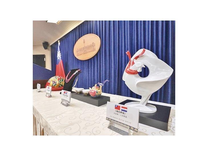 La presidenta de Taiwán regalará esculturas a Mario Abdo y Horacio Cartes
