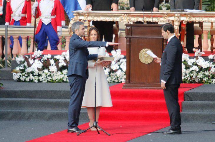 El presi del Senado Silvio Ovelar tomó juramento al nuevo presidente