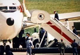 Stroessner rumbo al exilio el 5 de febrero de 1989.