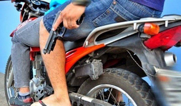 Delincuentes iban en moto. (Ilustración)