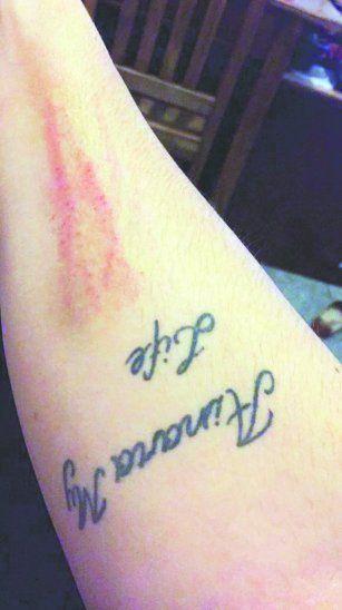 Mujer denunció a la madrastra de su hija por golpearla en la escuela