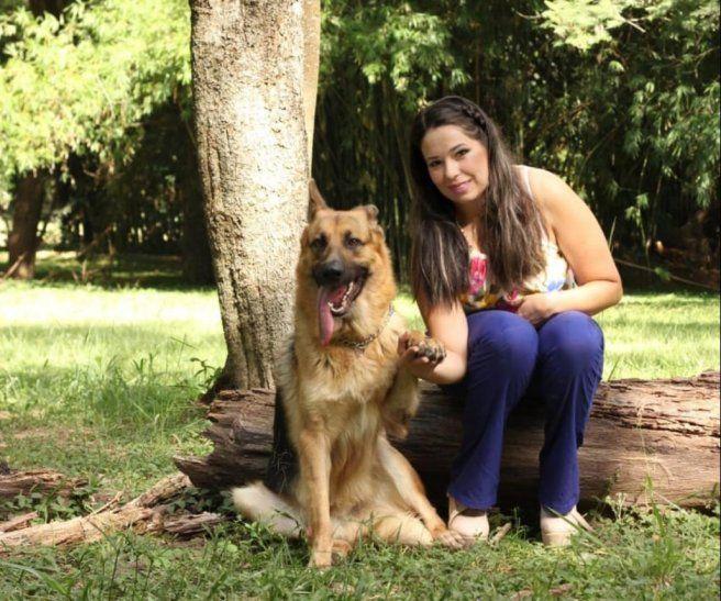 Rex tiene dos años y es la única compañía de Isidora Gómez.