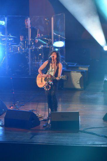 Rosana cantó a corazón abierto