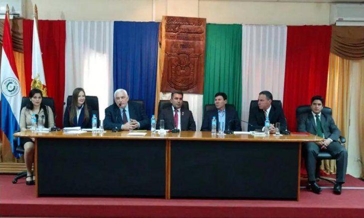 Las autoridades de la nueva Junta Departamental asumieron esta mañana (foto: Itapúa en Noticias).