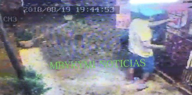 La foto del circuito muestra cuando el acusado compró el pote de helado antes de ir a la casa de la joven.