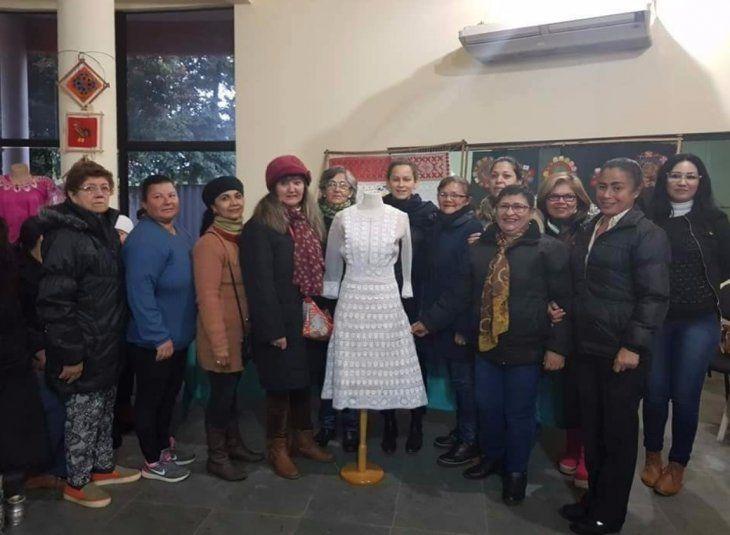 El vestido con apliques de ñandutí fue muy admirado.