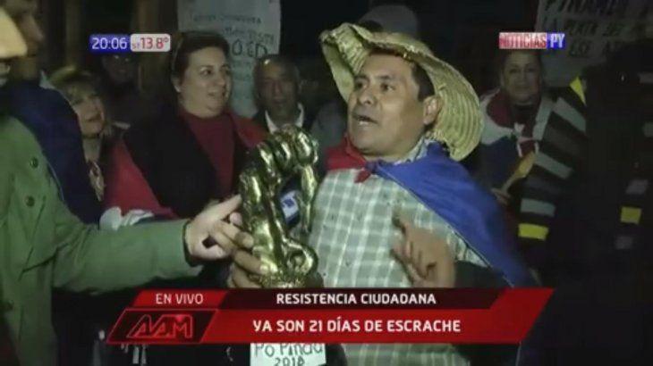 El artesano Juan Pueblo prometió más premios