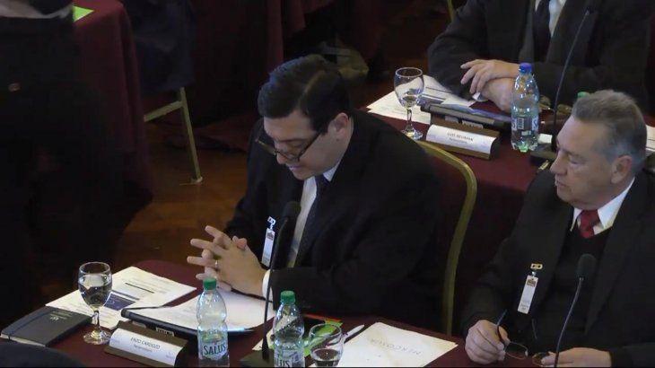 Enzo Cardozo estaba leyendo cuando se equivocó en la fecha de la Guerra de la Triple Alianza (captura de video).