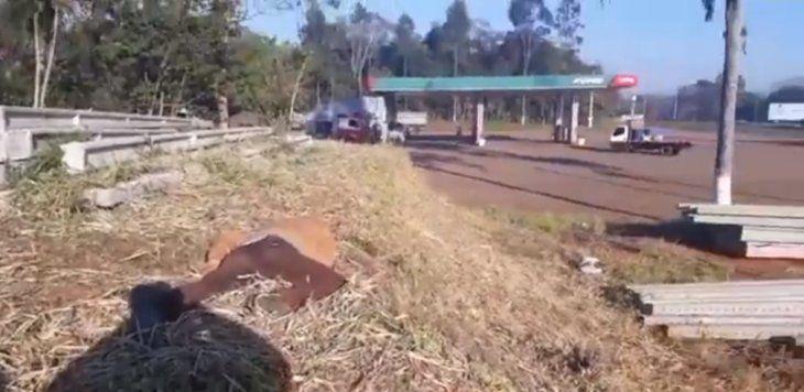 El cuerpo fue hallado en el predio de una fábrica.