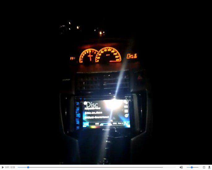 Locura:En los primeros 10 segundos del video muestran el tablero de velocidad: marcaba 180 km por hora.