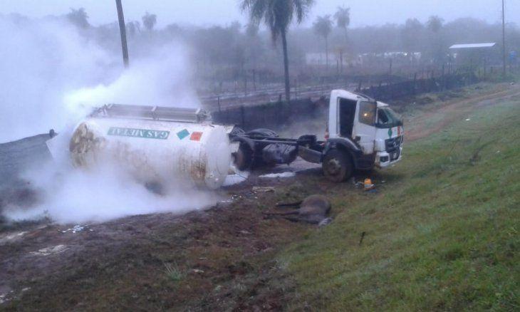 Así quedó el camión tras el choque.