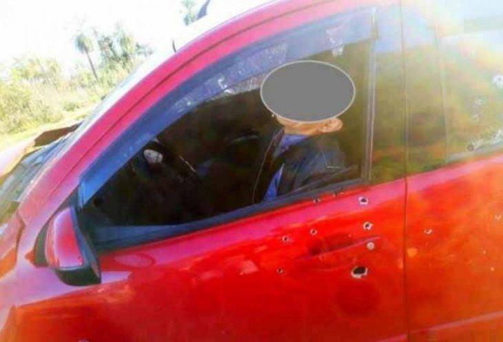 El vehículo en que iban fue acribillado