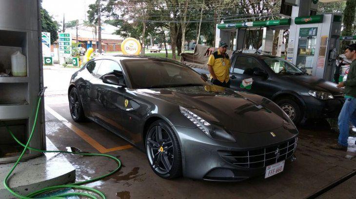 Flamante Ferrari del político brasileño. ¿Cómo consiguió la chapa paraguaya?