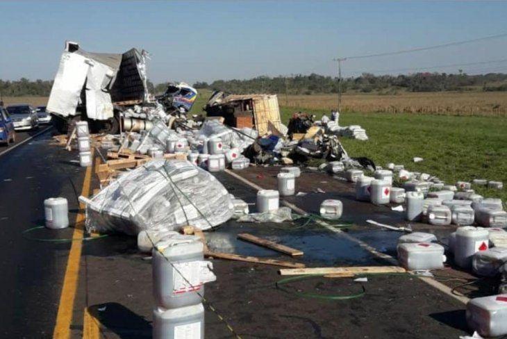Triple choque deja un muerto y peligrosos químicos en Oviedo