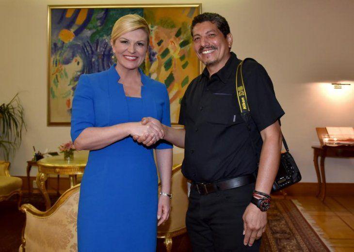 El fotógrafo salvadoreño conoció personalmente a Kolinda Grabar-Kitarovic