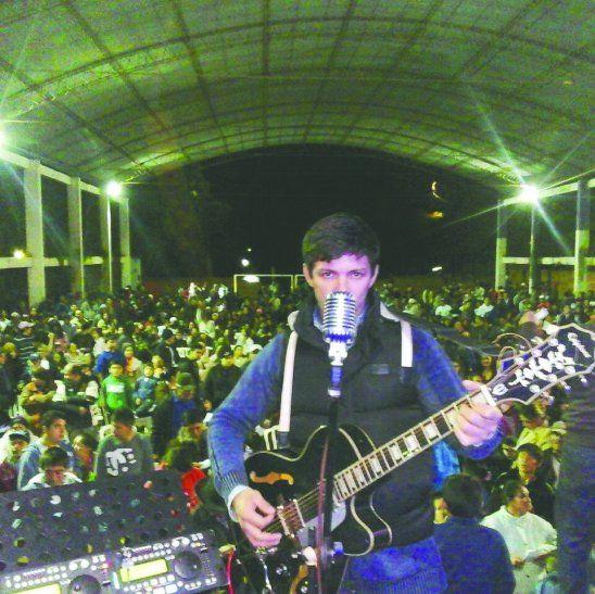 Walter Alejandro Otazú es un cantante muy querido en Ciudad del Este