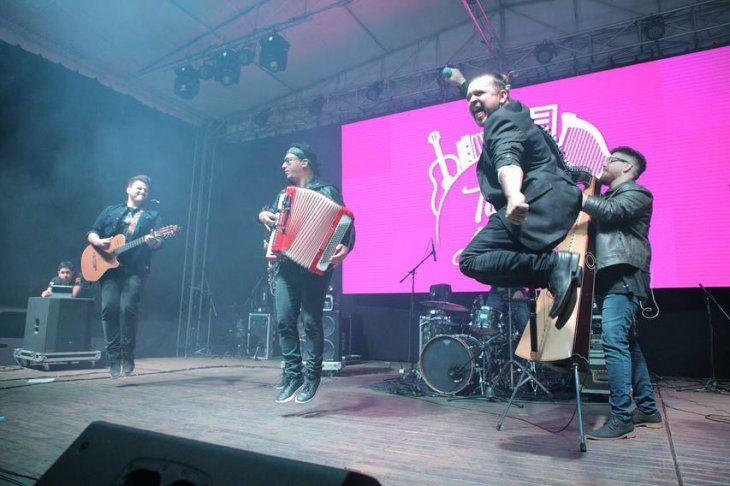 Los jóvenes que asistieron al concierto en Caaguazú sorprendieron a la agrupación por la ovación.