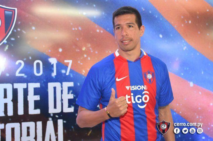 Víctor Cáceres fue sorprendido por una fanática