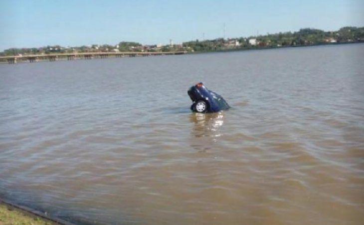 El vehículo cayó en el arroyo Mboi Ka´e.