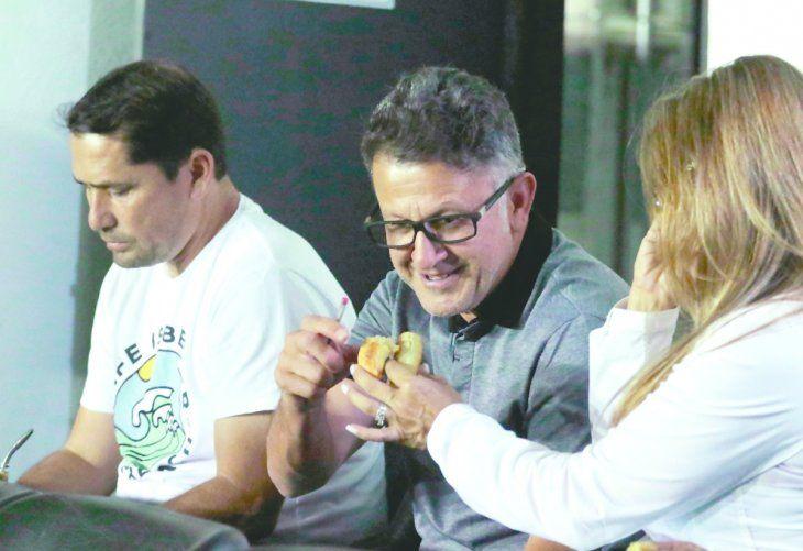 Vale un bocado. Osorio probó la chipa junto a su lapa