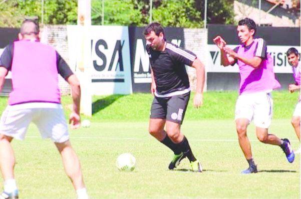La cuenta Mundo Franjeado en instagram publicó la foto de Trovato jugando al fútbol. Foto: Mundo Franjeado Instagram.
