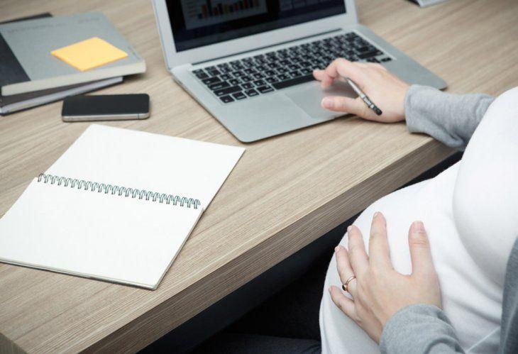 Las funcionarias embarazadas son sometidas a bastante presión con el fin de que renuncien
