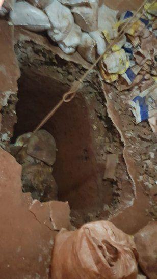 Los trabajadores fueron sorprendidos por la policía en plena tarea. La excavación estaba a unos 200 metros del presidio.
