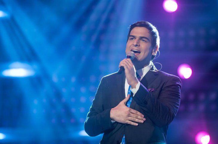 Alejandro Palacios emocionó cantando guarania