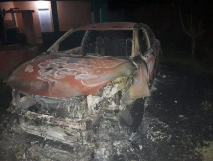 Así quedó el auto de la víctima.