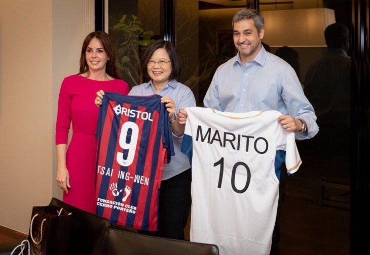Marito llevó la camiseta de Cerro a la presidenta de China. ¿Las razones? Un posible convenio entre el club y Taiwán.