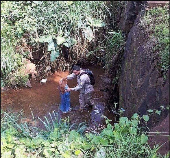 El senepero se tiró al agua para rescatar a la imagen porque dice que sintió un impulso.