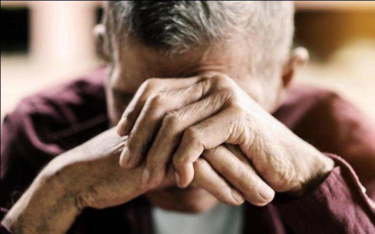 Un hombre de 59 y otro de 82 fueron agredidos por sus familiares. (Ilustración).