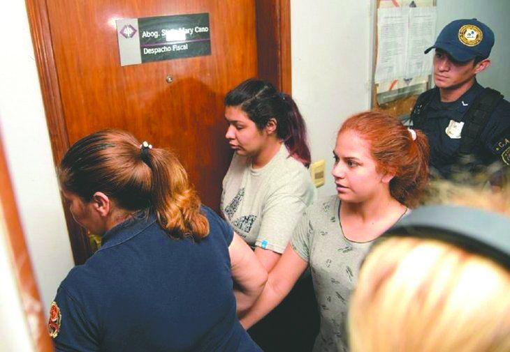 Alba Armoa (derecha) y Araceli Sosa (izquierda) declararon la semana pasada ante la Fiscalía.