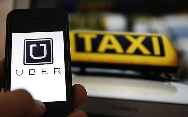 Uber ya recluta conductores para hacer competencia a taxistas.