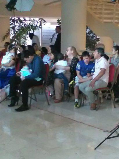 Los peques no pudieron compartir con sus allegados. Una egresada salió a ver a su bebé.