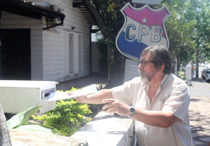 No son serios. El repollero denunció que la oficina de la CPB no estaba abierta en horario laboral.