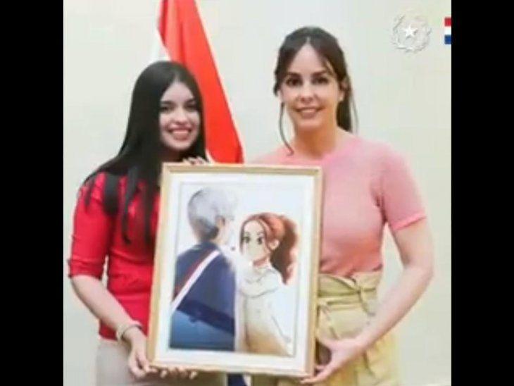 La caricatura se había hecho viral en agosto pasado, tras la asunción de Marito. Ahora fue entregada a la Primera Dama, en un enorme cuadro.