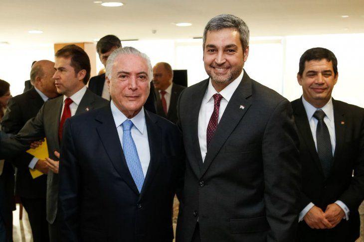 Michel Temer y Mario Abdo Benitez. El mandatario brasileño anunció ayer su llave de oro con el paquete de 20 proyectos con que va a despedirse. Incluye dos puentes más con Paraguay.