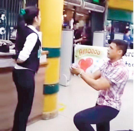 FINAL INFELIZ. La propuesta de casamiento se volvió viral en cuestión de minutos. La mujer asegura que pasó un infierno al lado del romántico del súper.