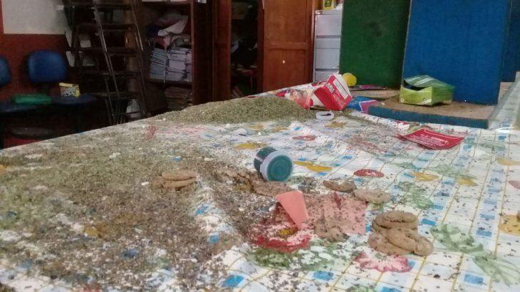 Curuvicaron las galletitas de la merienda escolar de los alumnos.
