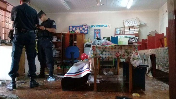 Momento en que la policía levantaba evidencias del lugar.