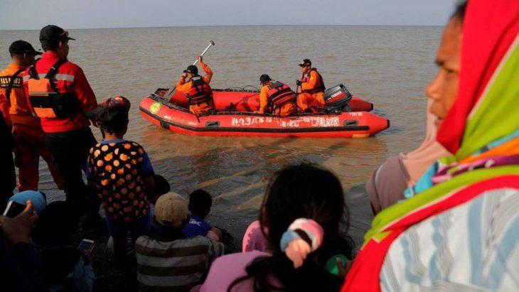 Las autoridades trabajan en un complejo operativo de rescate.