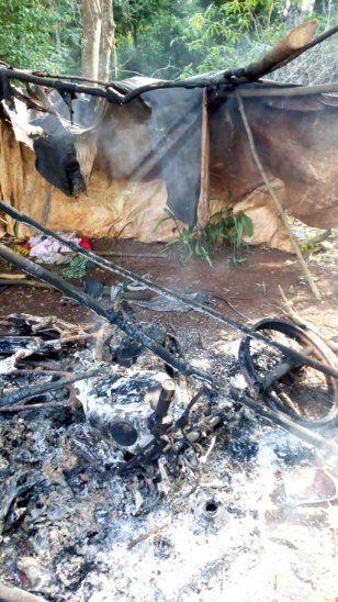 Los desconocidos quemaron casas